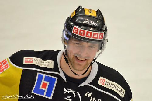 Patrik Berglund skrattar