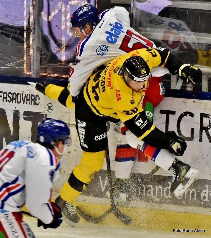 Härlig bild på allt mer mångsidige backfenomenet Hampus Larsson. FOTO: RUNE ÅHLÉN