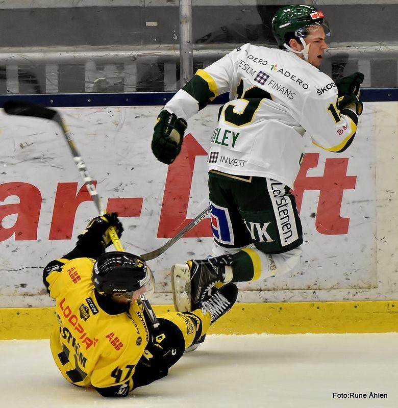 Edström var olycklig vid 3-3. FOTO: RUNE ÅHLÉN