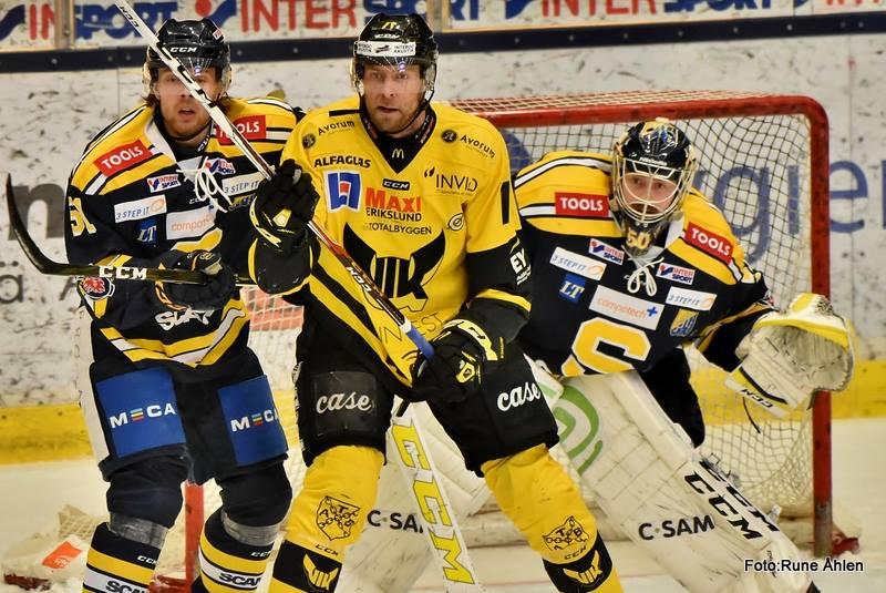 Mr. Cool. Niklas Lihagen verkar ganska oberörd på isen, något som kan vara en styrka då många stressar upp sig när det är en match som den kommande. FOTO: RUNE ÅHLÉN